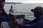 Polda Babel Berikan Sembako untuk Nelayan di Tengah Laut dan Pulau Terpencil