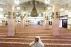 Masjid di Saudi Segera Gelar Salat Jumat dengan Protokol Covid-19