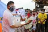 Gerkindo Beri Bantuan Beras dan Masker Untuk Warga Kapuk Jakarta