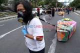 Seniman Persembahkan Peti Jenazah untuk Pemerintah Kota Surabaya