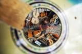 Terdampak Pandemi Covid-19, Perajin Alat Musik Petik di Makassar Kesulitan Memasarkan Produknya