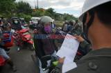 Razia Suket Bebas Covid-19 di Perbatasan Kota Makassar