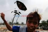 Anak-Anak Jakarta Manfaatkan Tanah Kosong untuk Bermain