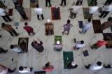 Salat Jumat Awal Ramadan di Masjid Agung Syekh Yusuf