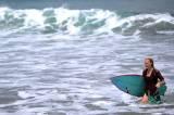 Berselancar Memakai Kebaya di Pantai Kuta