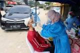 Tak Miliki Surat Bebas Covid-19, Pengendara Jalani Swab Tes Antigen Gratis di Pos Penyekatan Bojongsari