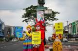Aksi Badut Turun ke Jalan Ajak Masyarakat Patuhi Protokol Kesehatan