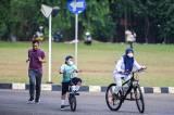 Warga Manfaatkan Area Universitas Indonesia untuk Berolahraga