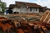 Ratusan Rumah Warga Rusak Akibat Puting Beliung di Madiun