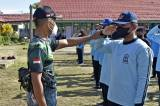 Prajurit Marinir TNI AL Latih PBB Siswa SMP Sebatik