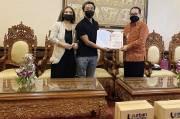 Bali Terdampak Pandemi, Wagub Terima Bantuan bagi Pekerja Pariwisata