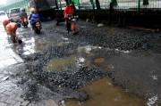 Jalan Rusak di Jakarta Barat Makan Korban