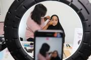 Dandan ala Korean Look untuk Wanita Kulit Sawo Matang dan Berhijab