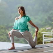 Gaya Hidup Sehat, Para Seleb Ikutan Kelas Yoga dengan Koleksi Airism