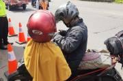 Nekat Mudik Naik Motor ke Brebes, Wanita Hamil 8 Bulan asal Tangerang Ini Dipaksa Putar Balik di Bekasi