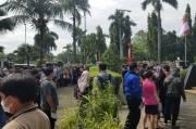 Membeludak, Peserta Vaksinasi Massal Serbu Gedung MUI Kota Tangerang