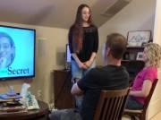 Viral! Wanita Buat Presentasi PowerPoint, Beritahu Orang Tua Dirinya Penari Telanjang