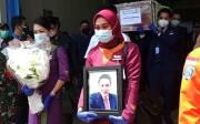 Tiba di Pangkalpinang, Jenazah Pramugara Sriwijaya Air SJ-182 Disambut Isak Tangis Keluarga dan Kerabat