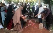 Kerabat dan Keluarga Hadiri Prosesi Pemakaman Ustaz Maaher di Pondok Pesantren Daarul Quran