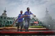 Cegah Covid-19, Masjid Al-Markaz Al-Islami Makassar Disemprot Disinfektan