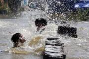 Diterjang Banjir Rob, PKL Kenjeran Park Tutup