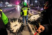 Komunitas Ojol Tebar, Berantas Ranjau Paku di Jalan Gatot Subroto