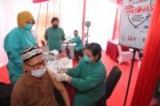 Ratusan Warga Ikuti Vaksinasi Tahap Kedua di Sentra Vaksinasi Bank DKI