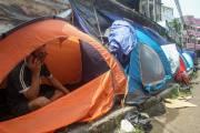 Pencari Suaka Asal Afghanistan Dirikan Tenda di Trotoar Kebon Sirih