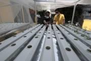 Pembuatan Instalasi Hidroponik di Lingkungan Yayasan Pita Kuning