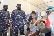 KSAL Tinjau Pelaksanaan Vaksinasi Masyarakat Maritim di Kupang