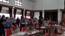 Lampu Gantung dan Plavon Jatuh Menimpa Peserta Vaksinasi di Toraja Sulsel