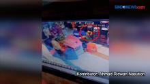 Aksi Ibu dan Anak Mencuri Pakaian Terekam CCTV