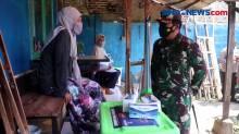 Jalankan Perintah Presiden, Panglima TNI dan Kapolri Blusukan Tinjau Pembagian Bansos di Masyarakat