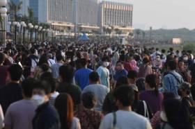 Pengunjung Kawasan Pantai Maju Jakarta Membludak