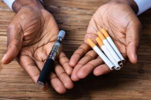 Merokok dan Nge-Vape Sama Buruknya untuk Kesehatan Tubuh