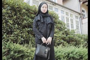 Baju Hitam Bebas Monoton untuk Hijaber