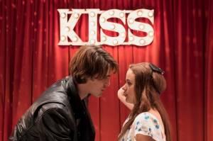 6 Cara Menjaga Hubungan Jarak Jauh ala Film The Kissing Booth 2
