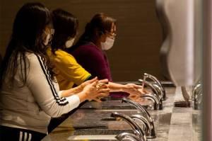 Penelitian Ungkap Pakai Masker di Toilet Umum Bantu Kurangi Risiko Tertular COVID-19