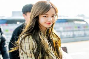 Netizen Sebut Lisa BLACKPINK Terlihat Cantik Tanpa Poni