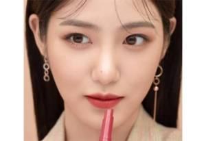 Vivid Cotton Stick, Lipstik Hybrid yang Tahan Lama