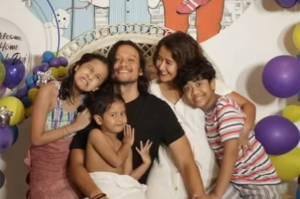 Kembali Bercengkrama dengan Keluarga, Dwi Sasono Dihujani Peluk dan Cium