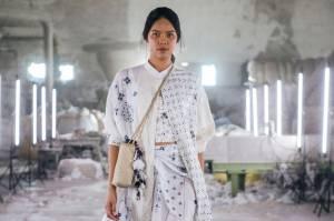 Sejauh Mata Memandang Jadi Dewi Fashion Knight di JFW 2021