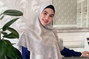 Makeup-an sambil Live di Sosmed, Kartika Putri Ditegur Habib Usman: Menor Banget
