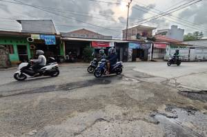Akibat Diguyur Hujan, 1.967 Titik Jalan Rusak di Jakarta Utara
