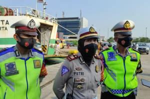 Larangan Mudik, Polisi Ingatkan Sopir Truk Tidak Bawa Penumpang Gelap