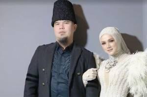 Ahmad Dhani memiliki hubungan cukup baik dengan mantan suami Mulan Jameela, Harry Nugraha.