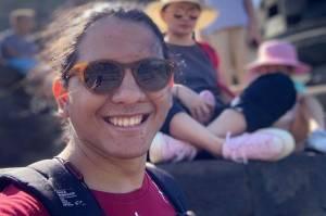 Momen Mengharukan Putra Raditya Oloan Tinggalkan Sesuatu disamping Jenazah Sang Ayah