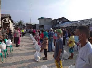 500 Nelayan dan Petugas Kebersihan Pelabuhan Tanjung Priok Terima Bantuan Sembako dari Kapolri