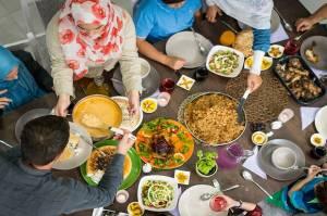 Tips Mengatur Pola Makan agar Tetap Sehat Saat Lebaran