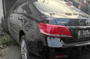 2 Bayi Terpental Diseruduk Toyota Camry di Bekasi
